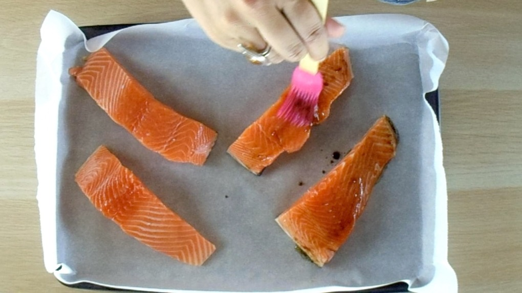 Brush the salmon with the oil mixture.
