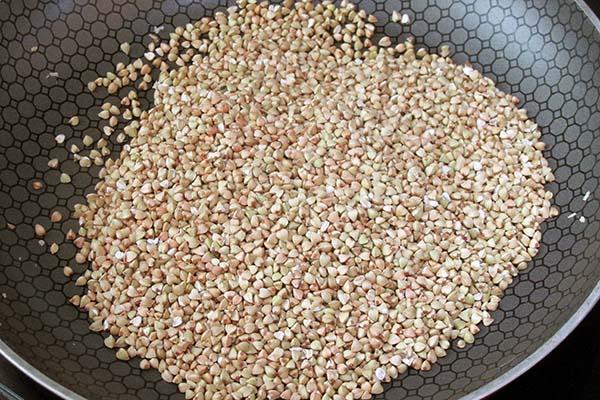 Toast the buckwheat groats