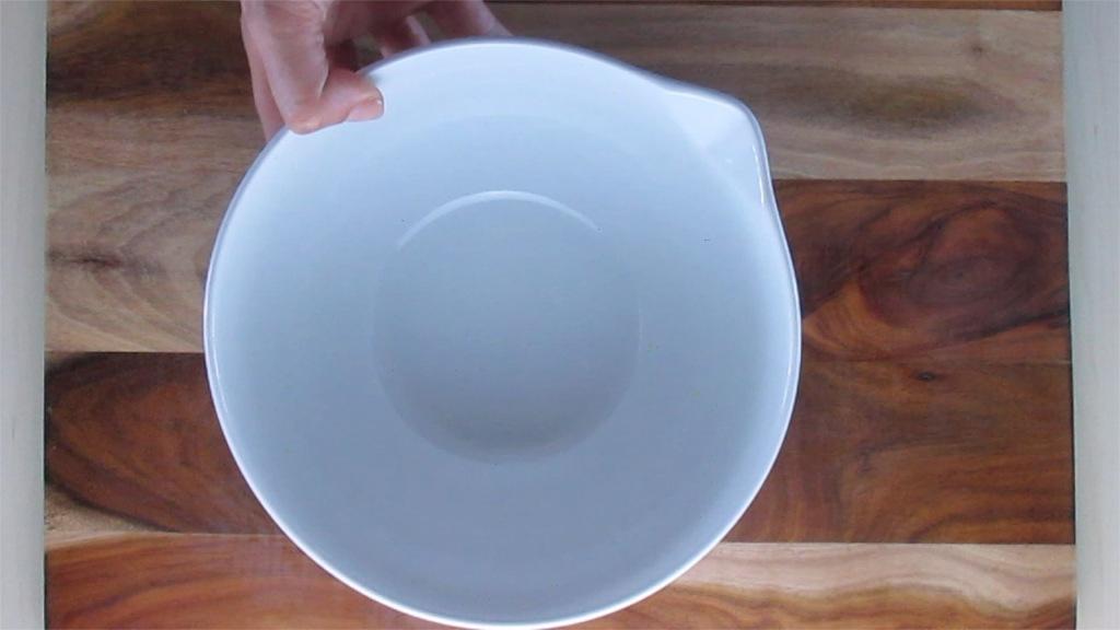 Take a large mixing bowl.