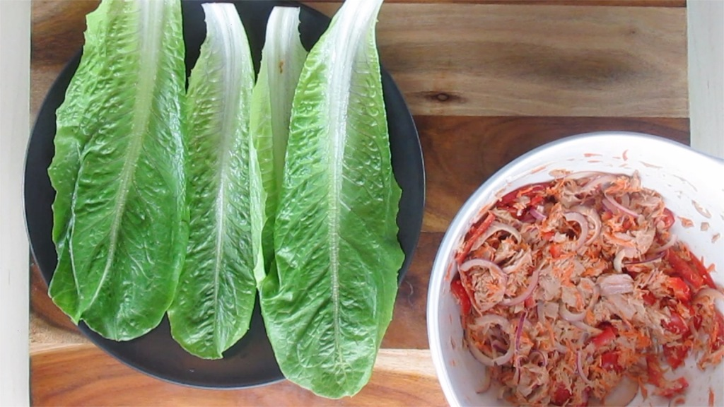 Place the lettuce leaves on a plate.