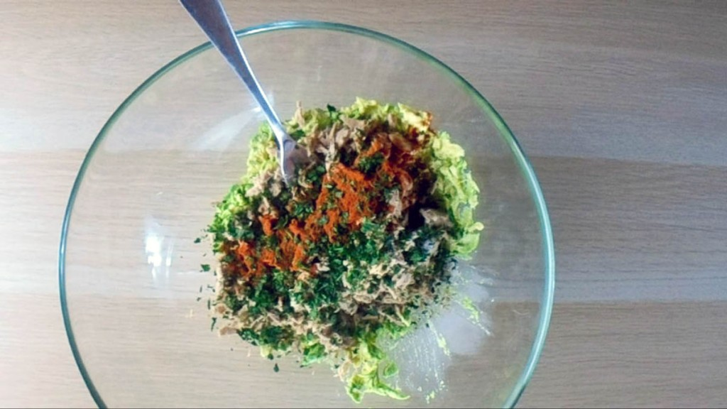 In a the bowl add the  parsley, lemon juice, paprika, salt, and pepper.