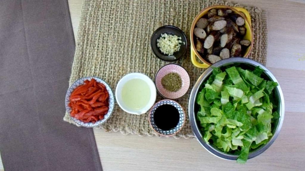 Sausage and pepper salad ingredients