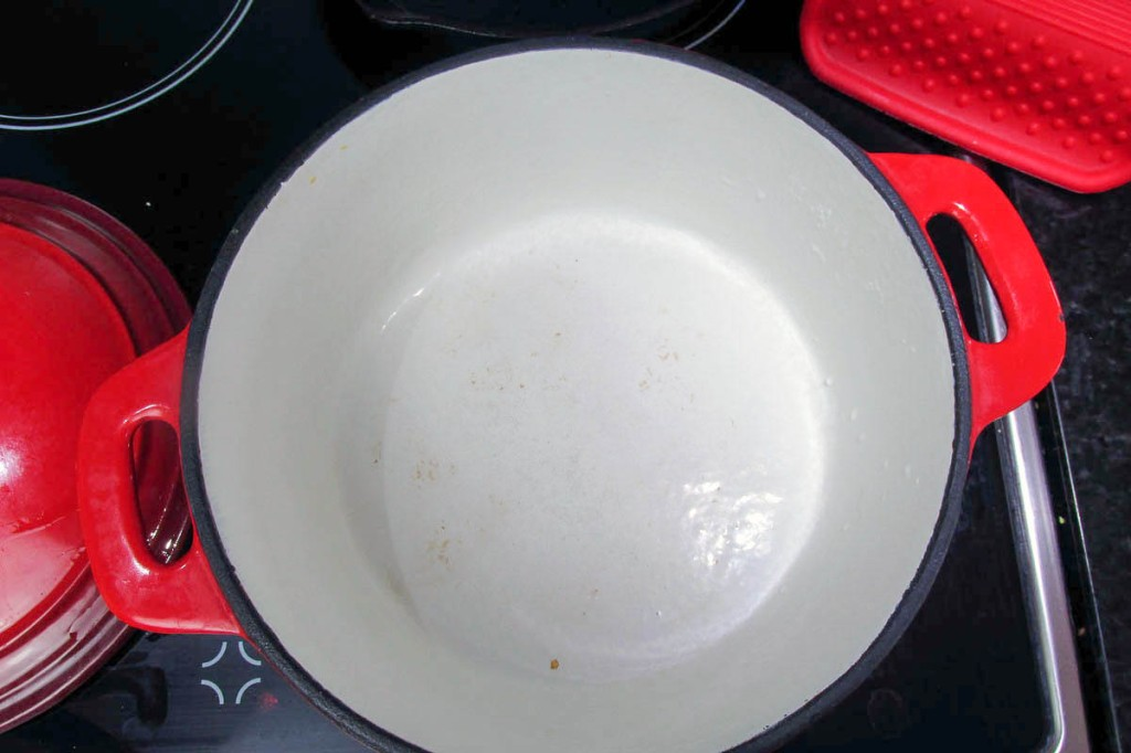 Take a large saucepan.