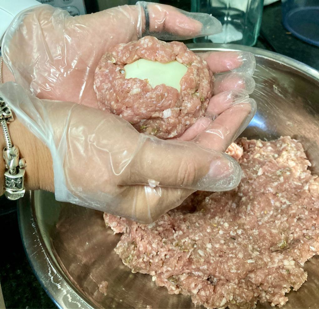 Form the meat around the egg.