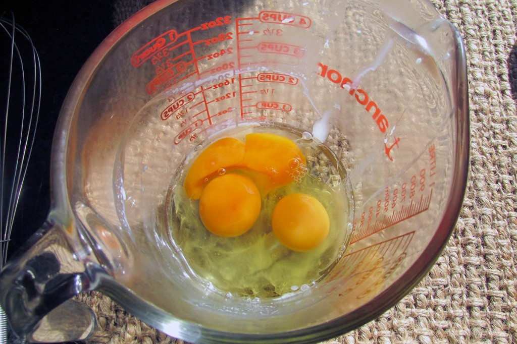 In a bowl or jug beat the eggs until smooth.