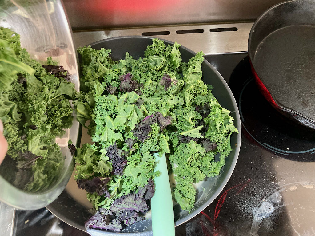 Add the kale to the coconut cream.